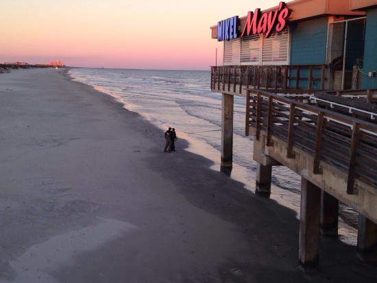 Mikel May's Beachside Bar and Grill Photo