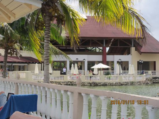 Memories Caribe Beach Resort: pool area