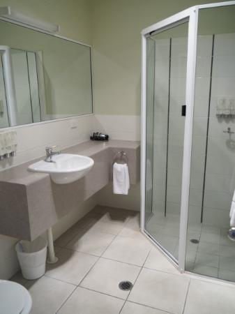 Pittsworth, Avustralya: Deluxe Queen bathroom