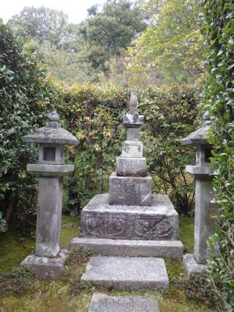Toji-in Temple: 足利尊氏公の墓所