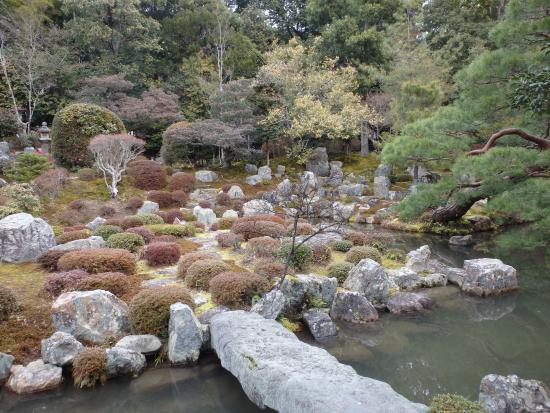 Toji-in Temple: 素晴らしい庭園と池