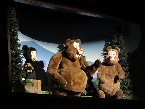 Hatfield & McCoy Dinner Show: Bears are part of the show