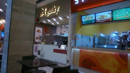 969aa8b43b8 Típica loja de praça de alimentação de shopping - Picture of Not ...