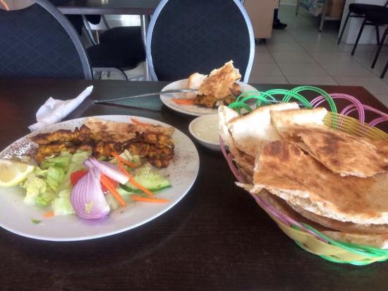 Box Hill, Austrália: Chicken kebab then Persian ice cream