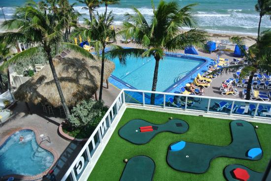 Ocean Sky Hotel & Resort: The mini golf and the pool.