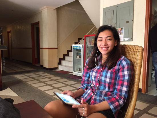 Park Hill Hotel Mactan: Mitchelle relaxing in the lobby while waiting for her taxi