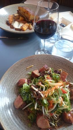 Nuriootpa, Australia: Duck salad (foreground) and pork belly (rear)