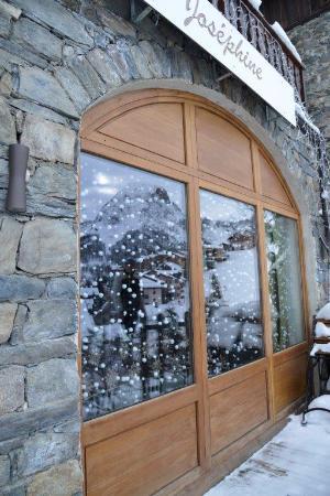 restaurant le jardin de jos phine dans saint martin de belleville avec cuisine fran aise. Black Bedroom Furniture Sets. Home Design Ideas