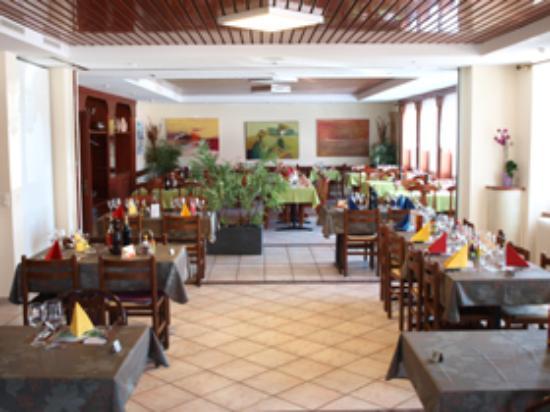 restaurant de l 39 ours courroux photo de hotel de l 39 ours courroux tripadvisor. Black Bedroom Furniture Sets. Home Design Ideas