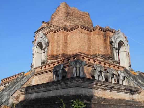 photo0.jpg - Picture of Wat Chedi Luang Varavihara, Chiang ...