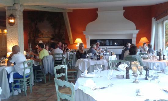Moissac-Bellevue, Frankrijk: Restaurant