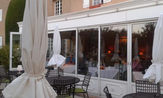 Moissac-Bellevue, Frankrijk: la terrasse (en décembre)