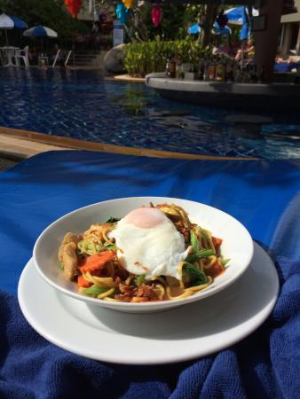 The Royal Paradise Hotel & Spa: Poolside food