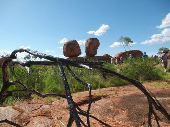 """Βόρεια Επικράτεια, Αυστραλία: Karlu- Karlu, bizarr geformte """"Teufelsmurmeln"""""""
