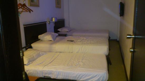 Ritz Garden Hotel: twin room