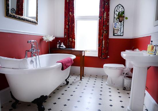 The Villa Bridlington: Premiere bathroom