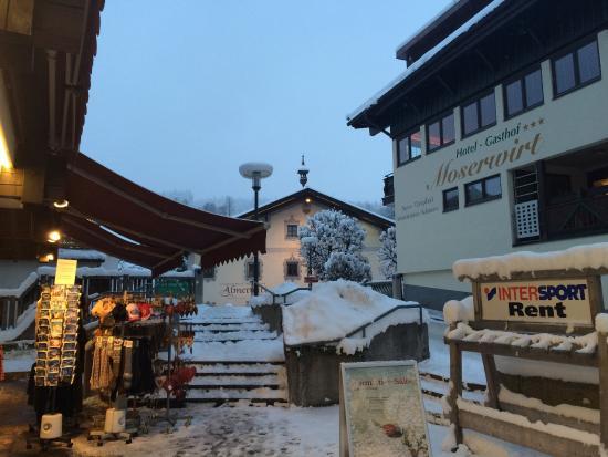 Landgasthof-Hotel Almerwirt : pohled z hlavní ulice