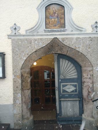 Landgasthof-Hotel Almerwirt : hlavní vstupní dveře