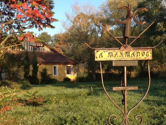Domaine à Marmande: Garden and house from it's private drive way