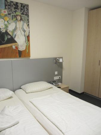 Munchener Hof Hotel Photo