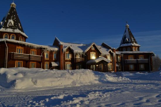 Khanty-Mansi Autonomous Okrug-Yugra, Rússia: Вот этот отель  весь в сосульках