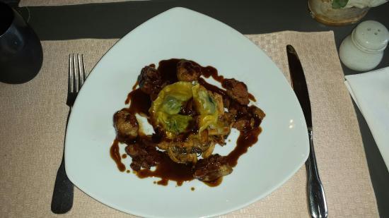 Nitry, Frankrike: Grava la de truite , ris de veau & ravioles d'escargots + tournedos de cerf = rien à jeter , tou