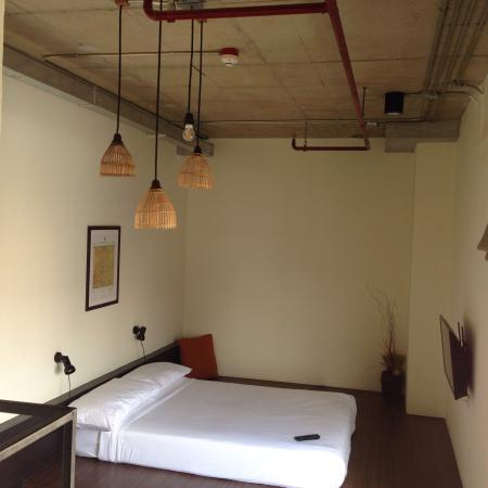 Chao Hostel: This room was THE most beautiful one We slept in during our trip in Thailand . The staff was ver