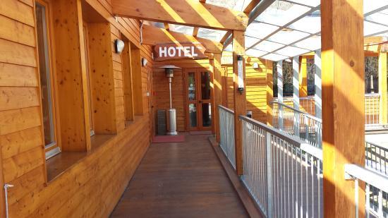 Hotel Chalet Casa Cesana : l'ingresso dell'hotel