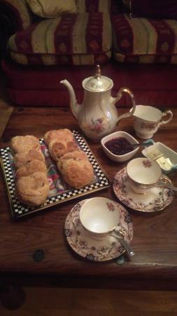 Castlebar, Irlandia: Afternoon tea and scones on arrival