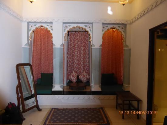 Hotel Mahendra Prakash : Habitación. Zona de estar