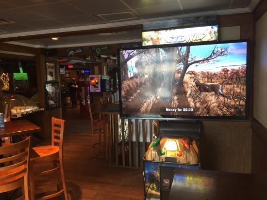 "Vernon, Kanada: Big Buck hunter HD on an 80"" screen"