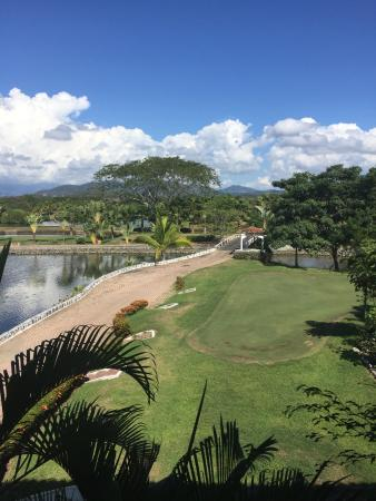 Marina Ixtapa Golf Club: Putting green and 1st tee