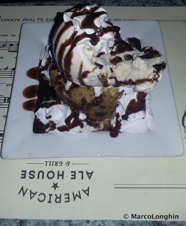 American Ale House and Grill: Fabulous chocolate dessert