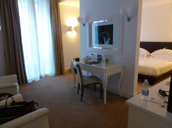 UNA Maison Milano: junior suite, 4º piso, zona de estar