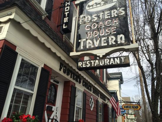 Foster's Coach House: Look for the neon sign!
