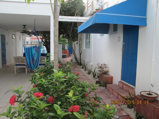 Tres Palmas Inn: inside the property