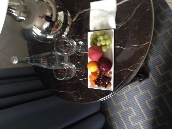 The Ritz-Carlton, Chicago: Turn-down service snacks