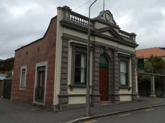 Akaroa Village Inn: Entire building