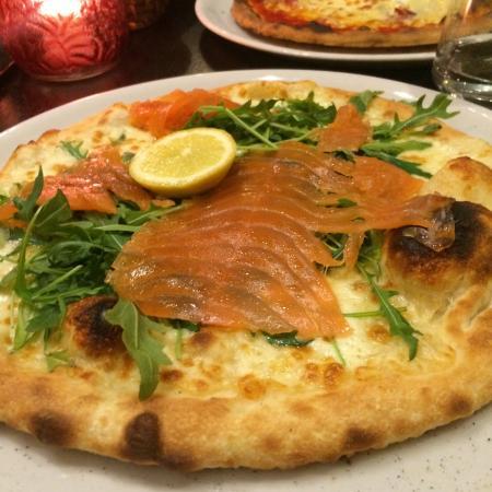 La Terrasse D Italie bonne pizza ce samedi soir , service sympa , dommage cependant la