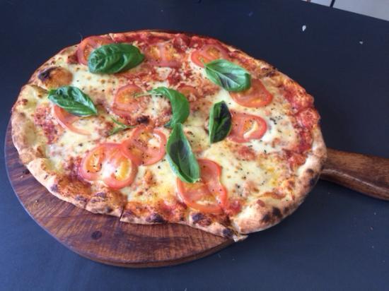 Charlie's Gelato Garden: Pizza Margherita