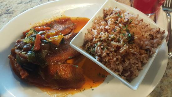 Lauderhill, FL: Jerk chicken pasta was ok, the fried tilapia with festival was good. I enjoyed  the stew tilapia