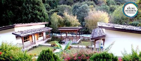 Wangdue, Bhutan: Riverside Family Cottages