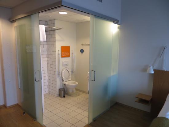 Icelandair Hotel Reykjavik Marina: Glass Walled / Sliding Glass Doors  Bathroom