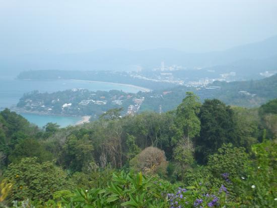 Rayaburi Hotel Patong: View over Phuket.