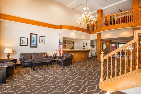 Comfort Suites: Lobby View 2