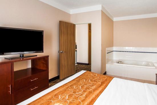 Salem, OR: King 2 Room Suites