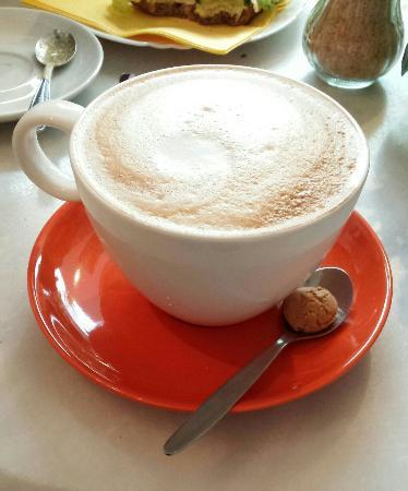 Emmendingen, Germania: Leckerer Milchkaffee