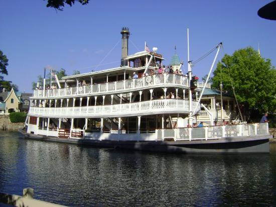 ‪Liberty Square Riverboat‬
