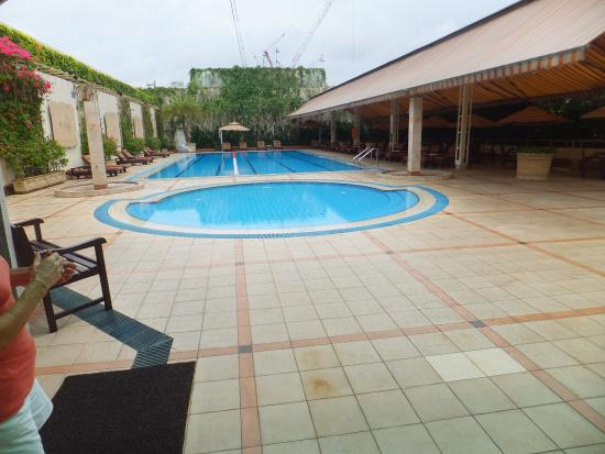 Swimming pool area picture of holiday inn singapore orchard city centre singapore tripadvisor for Holiday inn with swimming pool