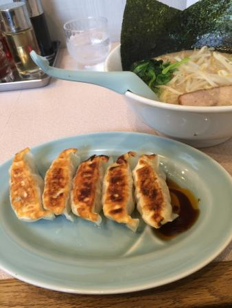 Toriyama : 餃子は高めだね